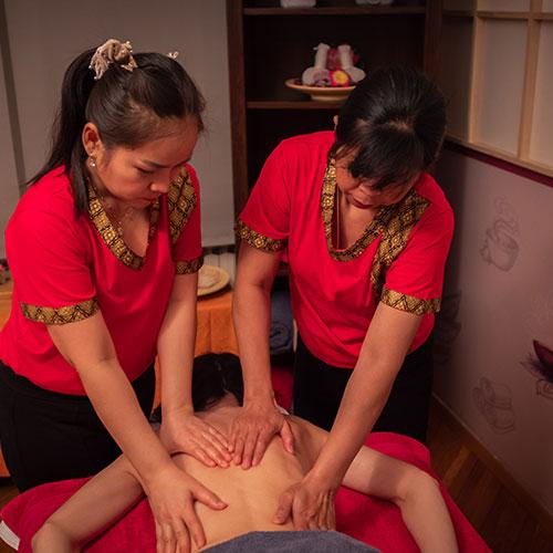 Uljna masaža s četiri ruke